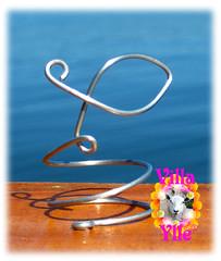 FISU (Fishy) (Villa Ylle) Tags: wire wirework luffarkonst fildefer fish fisk serviettring napkinholder