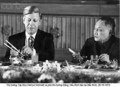 Deng Xiaoping (4) (ngao5) Tags: china 2 people men germany asia asians chinese beijing visit elderly chopsticks males prominentpersons chancellor government leader whites banquet adults halflength socialevent diplomacy dengxiaoping westgermany germans europeans peoplesrepublicofchina elderlyman senioradult seniorman middleaged middleagedman beijingmunicipality statevisit helmutschmidt nationalgovernment governmentofficial politicalleader federalrepublicofgermany politicalparties westgermans socialdemocraticpartyofgermany deputypremier