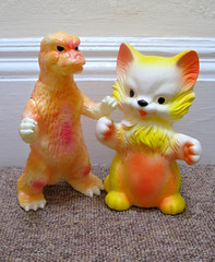 Pairing Up (The Moog Image Dump) Tags: bear cat toy model godzilla figure neko kaiju gojira squeaker gid pairing sofubi delacoste