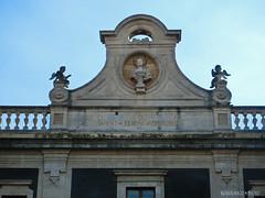 Porta Uzeda (dettaglio sup.) / Uzeda Gateway (higher detail) / CT / Sicilia. (rossolavico) Tags: italy europa europe italia sicily catania sicilia centrostoricocatanese rossolavico squatritomassimilianosalvatore