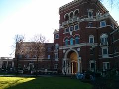 "Ena izmed najprepoznavnejših stavb na kampusu • <a style=""font-size:0.8em;"" href=""http://www.flickr.com/photos/102235479@N03/15515690574/"" target=""_blank"">View on Flickr</a>"