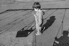 EPF-10-2014-PLZ_VAR_01 (enrique.puigf) Tags: park street boy shadow bw white black kids square photography fuji photojournalism swing instant journalism varela pocitos x100