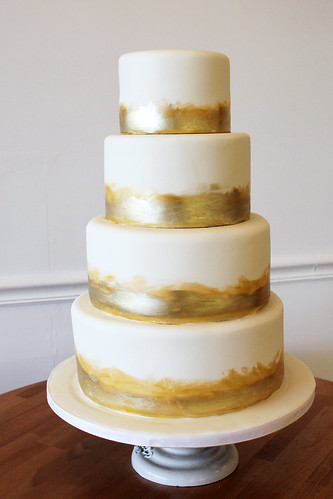 Simple Gold Brushed Trim Wedding Cake