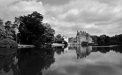 Chateau de la Bretesche (G. Lang) Tags: park trees sky blackandwhite bw lake reflection monochrome clouds see blackwhite frankreich brittany noiretblanc himmel wolken lac bretagne breizh ciel arbres chateau nuages bäume château parc spiegelung réflexion einfarbig schwarzweis schlos grandjardin missillac chateaudelabretesche urlaubbretagne2016