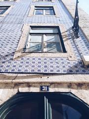 N 31 (noticiasfchcatolica) Tags: ar livre arquitectura edificio lisboa prdio azulejo