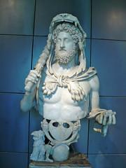 Rome090212-18m (LecteurPL) Tags: sculpture rome italie commode documents buste