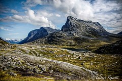 Monde minral vers la route des Trolls (Norvge) (tognio62) Tags: mountain lake mountains norway clouds montagne landscape norge cloudy ciel nuages rocher lumires herbe matin landskape landskap norvge nuageux sommets canoneos6
