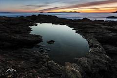 Entre aguas (Emilio Rico Uhia) Tags: procesadas2016rw132016 major mar cameraraw cs6 sanxenxo portonovo marinas puestadesol solpor