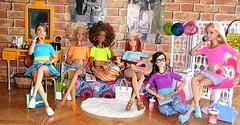 Made to Move (Dia 777) Tags: friends dolls barbie collection lea bambi asha millie mtm kayla hangingout bluetop orangetop yellowtop dollcollection pinktop purpletop barbiecollection lightbluetop madetomove dia777