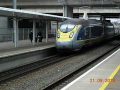 4003/4004 depart from Ebbsfleet Intl Station en route to St Pancras Intl from Paris Nord. (DesiroDan) Tags: highspeed1 ebbsfleetinternationalstation eurostar eurostare320 eurostarclass374 class374velaro uktrains ukelectricunits highspeedtrainsintheuk britishrailclass374