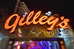 Gilley's in front of Treasure Island in Las Vegas (GMLSKIS) Tags: lasvegas nevada sincity gilleys neon