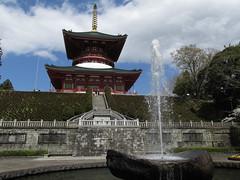 0786 To the Sky (mari-ten) Tags: building nature fountain japan architecture stairs chiba   buddhisttemple narita kanto englishgarden  eastasia naritasan naritasanshinshoji 2014  japanesearchitecture     201404 20140405