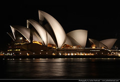 Opera House @ Night, Sydney, Australia (JH_1982) Tags: new light house building luz wales architecture night dark point teatro lights noche opera theater glow darkness theatre nacht lumire south sydney australia landmark nsw expressionist sail glowing australien opra nuit notte dunkel oper beleuchtung australie  opernhaus utzon    bennelong beleuchtet jrn  pera leuchten               sdney