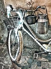 (Mr.Lars85) Tags: light streets bicycle bici luci strade oggetti vie bicicletta vicoli storia