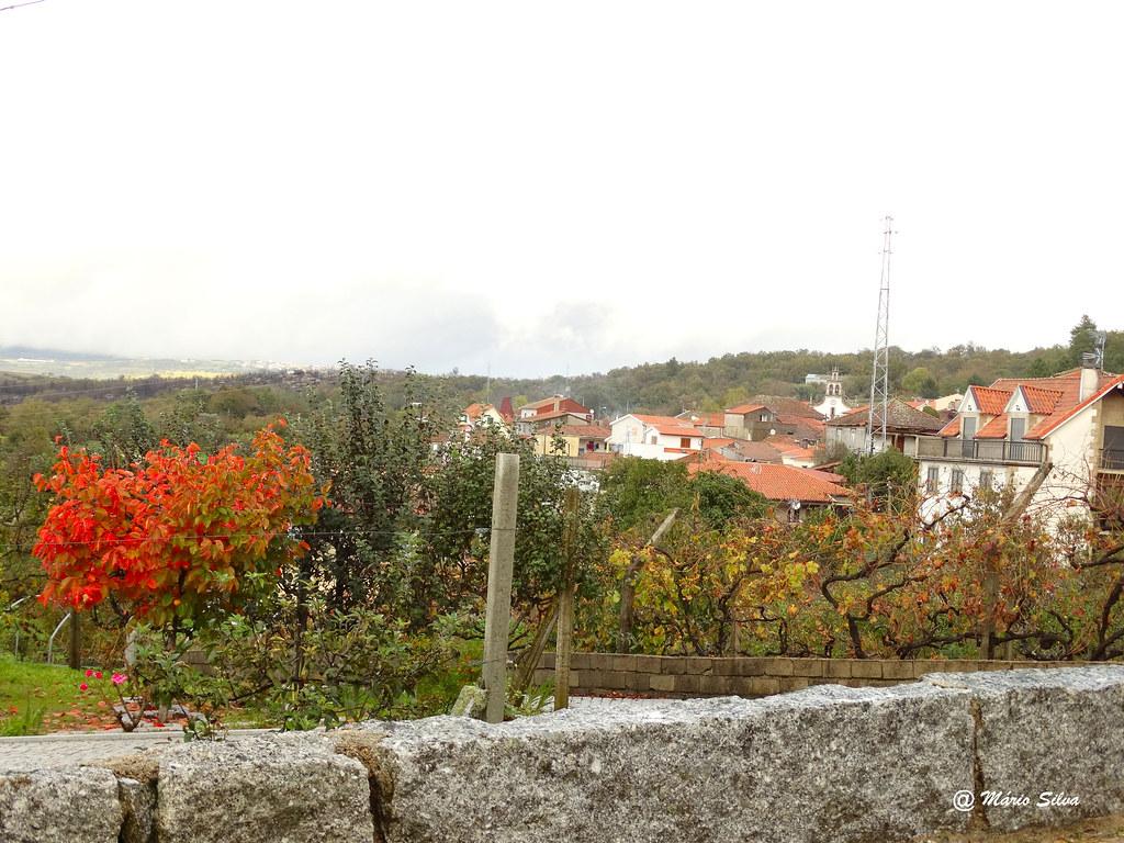 Águas Frias (Chaves) - ... a Aldeia e as cores de outono ...