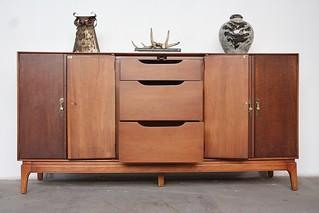 Stellar Midcentury Modern Ramseur Brass and Walnut Long Credenza Dresser (U.S.A. 1960s)