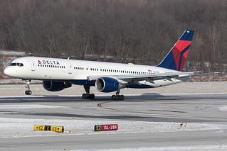 Delta Airlines Boeing 757-200 N6710E KCMH 09JAN15