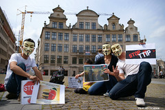 Anonymous: represented (Red Cathedral uses albums) Tags: brussels belgium sony guyfawkes streetphotography bio bee alpha anonymous gmo brussel greve manifestation monsanto betoging monsatan redcathedral staking pesticides a850 frankenfood eventcoverage sonyalpha strongmanrun aztektv nottip jesuisbruxelles nuitdebout genecallymodifiedorgansm stopregeringmicheldewever