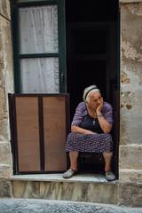 Siracusa, 2015 (Antonio_Trogu) Tags: street door old summer italy woman lady italia sitting watching streetphotography front elderly elder sicily sicilia siracusa ortigia 2015 antoniotrogu nikond3100