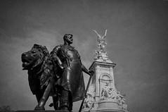 London Belgravia (Leguman vs the Blender) Tags: statue