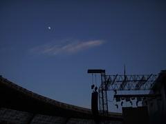 La nubecilla y la Luna una noche de concierto. (enrique1959 -) Tags: bruce concierto nubes sansebastian theboss brucespringsteen springsteen anoeta martes nwn martesdenubes virgiliocompany