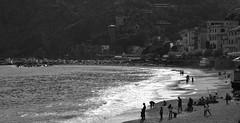 Monte Rosso Bianco Nero (ruijose68) Tags: beach pebbles monterosso cinqueterre seashore italia sea shore bay