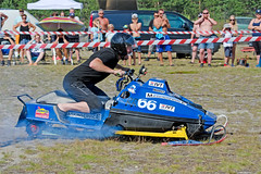 drag002 (minitmoog) Tags: dragrace grass dragracing sleds snowmobiles skoter veteran vintage lycksele
