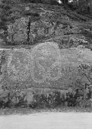 """The Holmfast carving"". Runic inscriptions at the Old Turinge Road, Södermanland, Sweden"