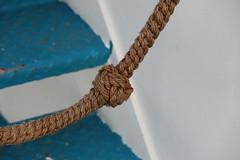 """Noeud """"Sens interdit"""" ! (Pi-F) Tags: 1001nights noeud corde escalier texture bleu blanc bateau 1001nightsmagiccity"""