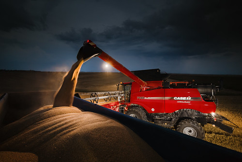Case IH Axial Flow 7140 Night Shift