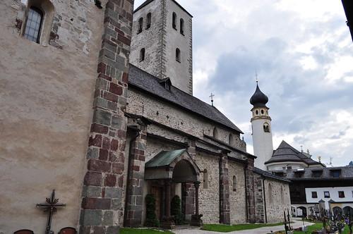 Porche d'entrée, Collégiale saint Candide (XIIIe), San Candido/Innichen, province de Bolzano, Trentin-Haut Adige, Italie.