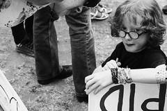 (sofa iezzi) Tags: portrait london blackwhite kid strike worldwar huelga walkout