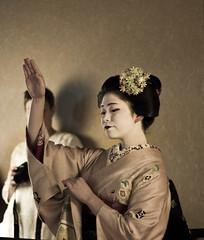 Maiko Toshitomo (Japanexperterna.se) Tags: japan dance kyoto traditional maiko geiko geisha   kimono tradition  miyagawa furisode miyagawacho  kanzashi