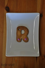 Galleta en forma de letra R (Rafel Miro) Tags: cookies galetes mms cookie sweet character catalonia homemade r catalunya dulce letra rubi galletas lacasitos casero galleta lletra dol lacasito galeta casol