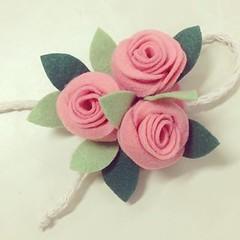 Flores (Fábrica de Artes by lubieska) Tags: flores rosa feltro chaveiro
