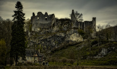 Montaigle Castle ruins (Eric@focus) Tags: trees sky castle clouds contrast ruins belgium cottage dramatic villa impressive namur wallonie montaigle nikond7100 colorefexpro4