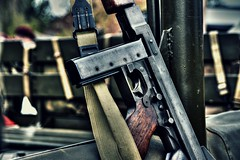 Trench broom (Steve.T.) Tags: classic texture vintage gun antique retro weapon automatic shooter smg iconic machinegun firearm secondworldwar worldwartwo tommygun thompsonsubmachinegun m1928 militaryshow templeatwar taw16