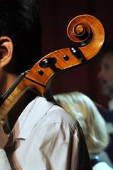 Korneuburg Konzert DSC_0028 (reinhard_srb) Tags: show japan licht musiker cello stadt musik konzert schnecke ton schler publikum noten violine bhne orchester auftritt klassik werft korneuburg saiten griffbrett streichinstrument wirble