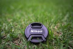 Nikon Cap (ruimc77) Tags: verde green up grass lens nikon dof close bokeh 28mm gear cap grama nikkor f28 ais 52mm d810