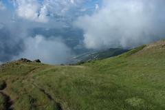 descente sur Ausserberg (bulbocode909) Tags: valais suisse montagnes nature brume alpages vert plaine rarogne nuages