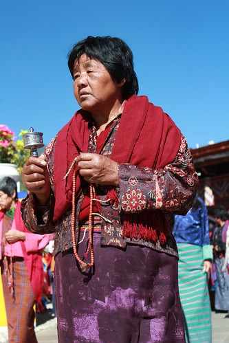 Thimphu, Memorial Chorten, old lady