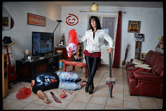 Clown killer (patdebaz) Tags: halloween blood nikon head clown femme killer horror murder sang coupe brune tete assassin d800 haie tronconneuse meurtre coupée