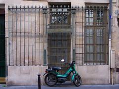 Paris 5e, rue Frdric Sauton (Laurent Gan) Tags: paris france grille mtal fer mobylette forg laurentgan