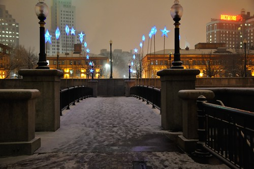 Bridge of Stars in the Snow. Photo by Luis Andrade.
