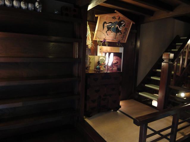 入ってすぐのところに階段が。|銀風亭
