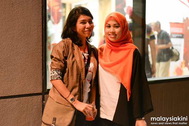 Anne Muhammad and Alyaa Azhar, two young journalists of Malaysiakini.