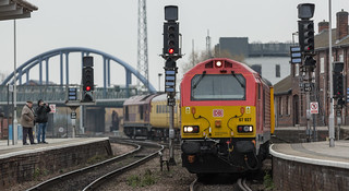 DB Red Class 67 no 67027 snakes out of Derby Station on 21-11-2014 with a Derby to Derby test train