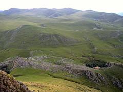 El verdor de Aralar (tunante80) Tags: mountain sport montagne cruz deporte montaa euskadi mendia campas gipuzkoa euskal herria aralar euskalerria txindoki larrunarri