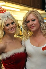 Hooters Nottm Xmas 191214- 013 (yahweh70) Tags: christmas hooters fancydress hootersnottingham hooterschristmas