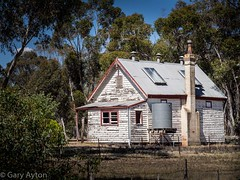 "miner's cottage near Dunolly • <a style=""font-size:0.8em;"" href=""http://www.flickr.com/photos/44919156@N00/15902181562/"" target=""_blank"">View on Flickr</a>"